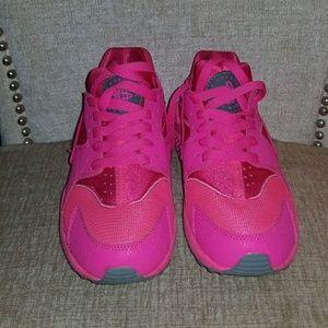 Nike Women's Air Huarache 7